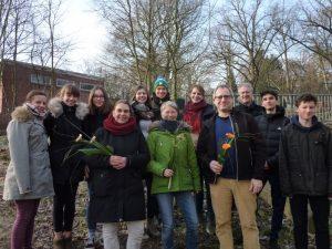 Die Schülervertretung der Max-Planck-Schule Kiel übergibt Spende vom Weihnachtsbazar 2018 an das Mädchenhaus