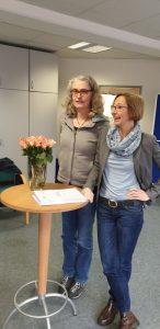 Michaela Peschel vom Mädchenhaus Kiel und Regina Sänger vom Bremer Institut für Traumapädagogik bei der Abschlussfeier
